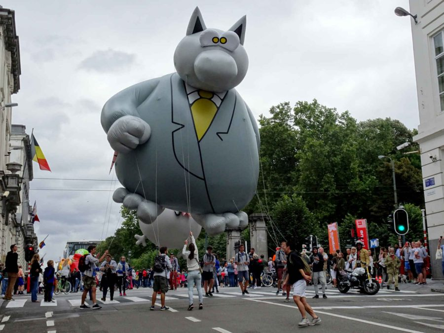Le Chat balloon in procession