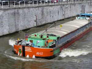 Molenbeek: Barge on the Charleroi Canal
