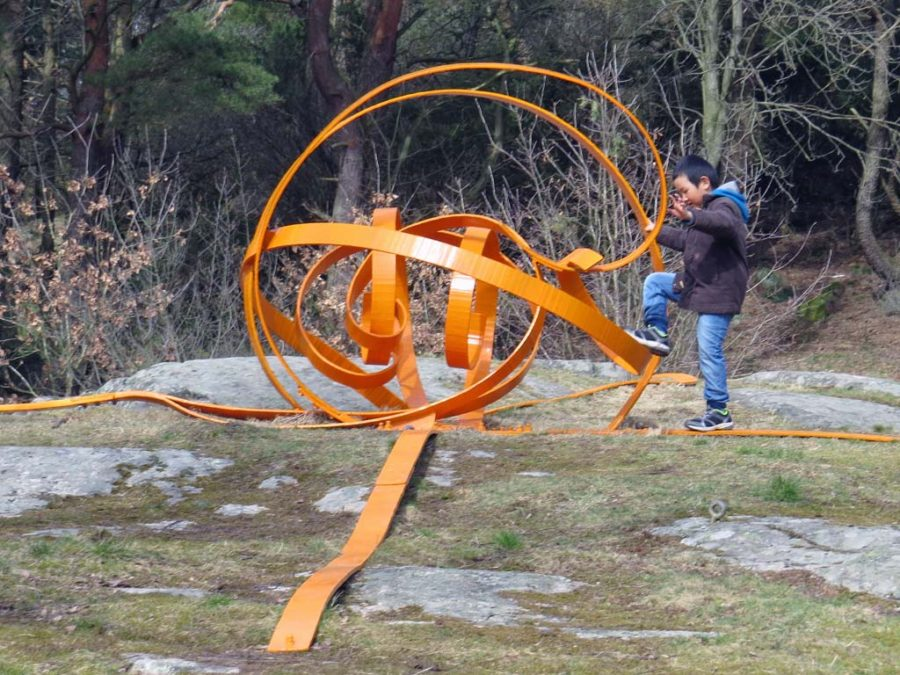 In Hisingspark: Orange abstract climbing frame