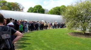 Royal tourists in line at the greenhouses