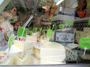 Street market Flagey - cheeses