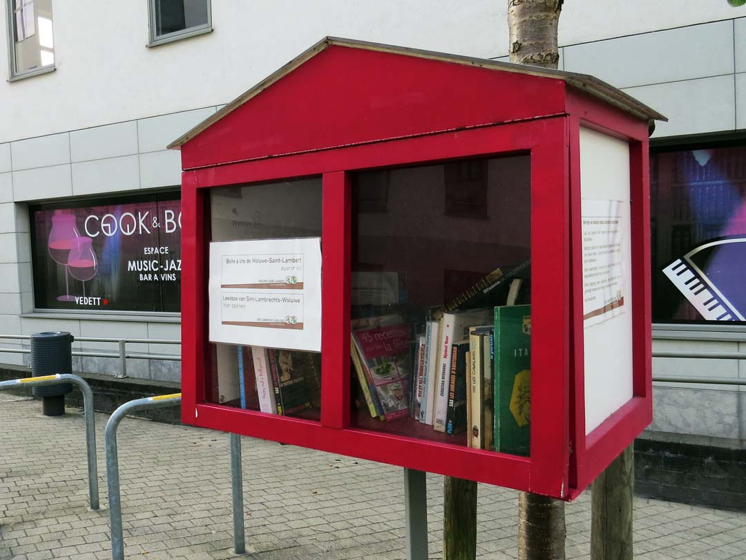 Woluwe-Saint-Lambert book box outside Cook and Book