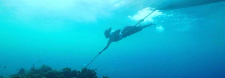 Vai swimming undr water - film still