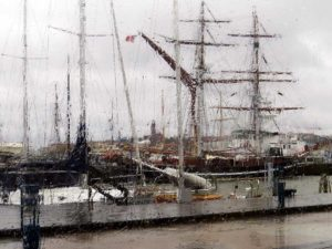 Impression of Masthugget from Eriksberg through masts and the rain