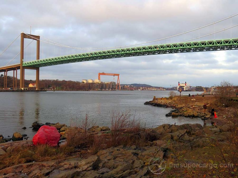 In the opposite direction, looking up-river towards the centre of Gothenburg. To the left is Röda Sten - the Red Stone, supposedly dyed with Danish blood