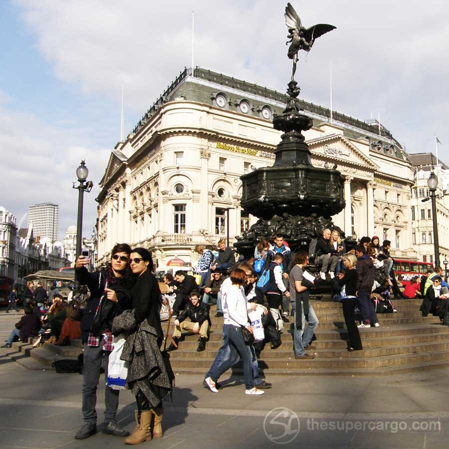 Eternalising the moment at Piccadilly Circus, late in March 2012